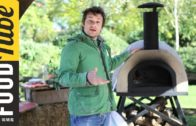 FOODporn.pl Jamie Oliver shows you how to cook pizza in a wood fired oven