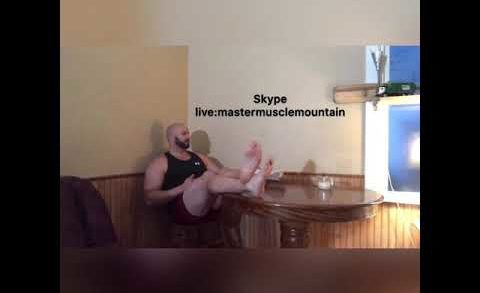 MasterMuscleMountain eating pizza with his feet up in his boxers! #footfetish #master #dominate