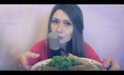 #foodporn Russian ASMR Eating pies—triggers, whisper, soft сhamp (Eating Show)