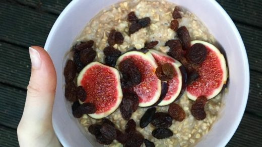 Good afternoon I had a day out of the office today so was able to have a cheeky lie in and a relaxing, non-rushed breakfast . Classic CHOCOLATE OATS topped with RAISINS + FIGS. . . .                      ...