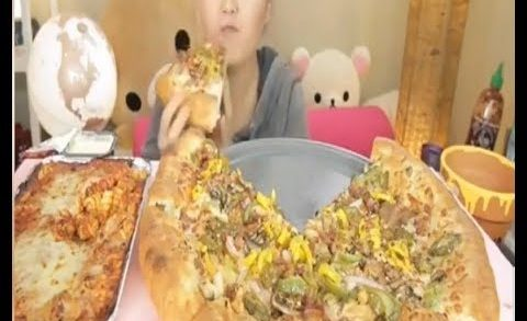 Mukbang BIG PIZZA CHEESY AND SPICY KOREAN