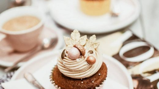 Repost  Looks like the perfect morning to us.  Thank you  for capturing our Spiced Pumpkin & Pearl Cupcake so beautifully  ・・・ Jesień na talerzu w                        ...