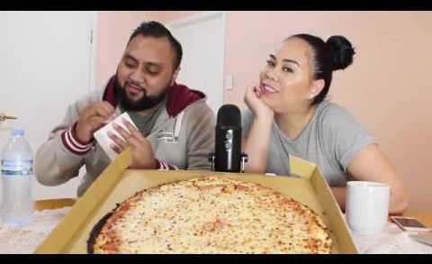 WE TRIED HONEYCOMB AND CHEESE PIZZA TOGETHER !!? | Tama and Nicole