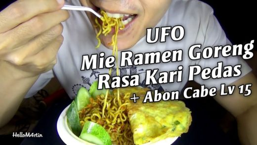 ASMR Eating Sound - Let's Eat Mie Ramen Goreng UFO Rasa Kari Pedas