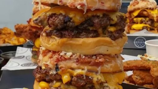 All that cheese dripping down!  Tag Someone!  - :  - ⠀⠀BURGERS     ⠀⠀⠀⠀⠀Follow:    ⠀⠀⠀⠀⠀Sigam:    ⠀⠀⠀⠀⠀Check:    ⠀⠀⠀⠀⠀⠀Olha:  ...