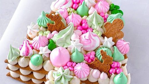 Christmas version of cream tart   A gingerbread tree topped with cream cheese frosting, meringue kisses and candy! - What do you think? - Start to bake with ...