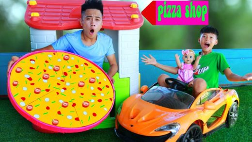 Funny Kids and Dolls Playing with Giant Pizza Shop Toys   Cửa hàng pizza