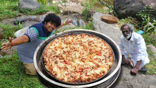 KING SIZE PIZZA - Behind the Scenes - Village Food Factory