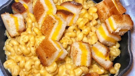 Mac & Cheese w/ Grilled Cheese Croutons! Omg!  Love Food? Follow us:  pc:  Tag a Friend!...
