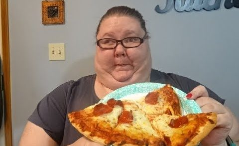 OBESE GIRL ATE A WHOLE PIZZA