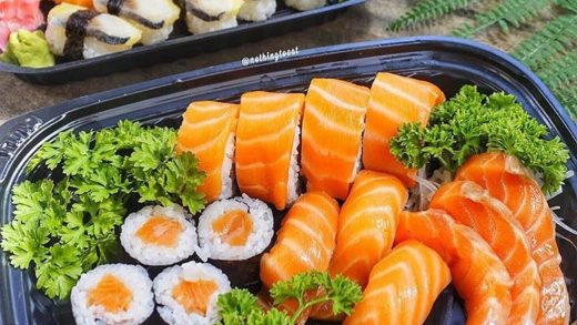 Who's celebrating the weekend with sushi?  Do you want to learn how to make sushi? Check out our youtube channel (link in bio) or our website www.MakeSushi.com  Pic via ...