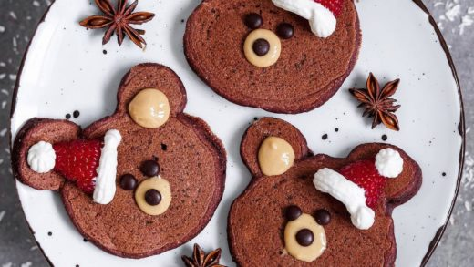 ᴬᴺᶻᴱᴵᴳᴱHappy st. nicholaus day everyone! Celebrating this day with speculoos spiced chocolate pancake Teddy's with peanut butter, chocolate chips and raspberry-coconut cream christmas caps. I wish you a beautiful day!. . Schönen Nikolaus-Tag euch! Habt ihr...