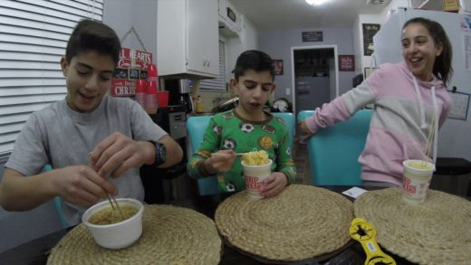 Eating Ramen Noodle Soup./Christmas Vlog #2