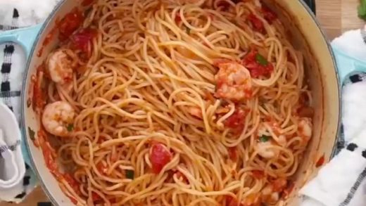 Garlic tomato shrimp pasta! Yumm!  Tag your friends!  Follow me ( for more food stuff!  Credit:  - All rights and credits reserved to the respective owners.  . . .                          ...