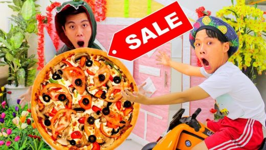 Johnny play house bought pizza - Learn Colors With Nursery Rhymes Song