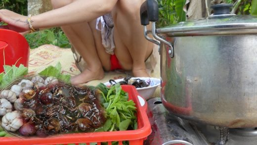 Nikka Cook Crabs Soup Recipe For Lunch - Amazing Survival Technique