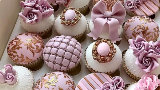 Prettiest Cupcakes ever ? Would you Like this box?  Tag your  friends.  Made by   .  ...