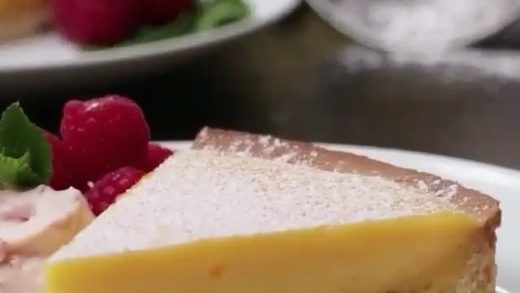 WATCH if you love cake  This is one of the best I've ever seen   FOLLOW my page  for more food porn  . . . From:  ....