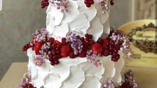 YES OR NO?? Amazing cake with berries by  i love so much hers cakes. The colours are so amazing.                         ...