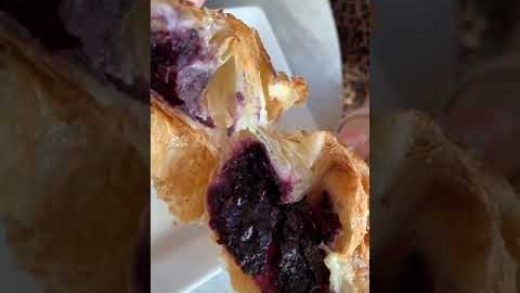 Blueberry Kouign amann #pastry #pastries #carbs #pastrychef #croissant #foodporn #hawaii #oahu #waik