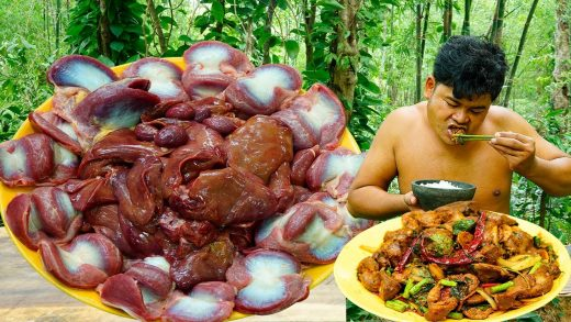 Cooking Spicy Chicken Gizzard, Liver,Heart,Stomach Make Very Hot Eating So Delicious in Rainforest