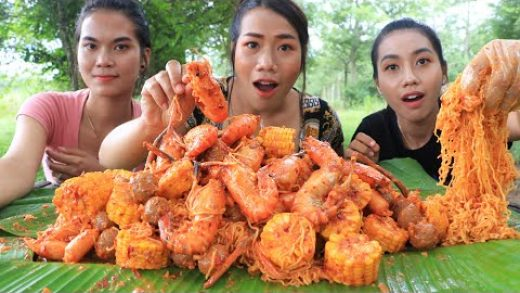 Cooking sea food salad with corn and chili sauce recipe - Cooking skill