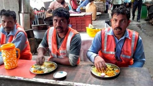 Daily worker's daily lunch at Kolkata street food stall