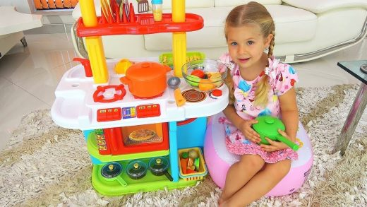 Diana and Roma Pretend play with Kitchen toys