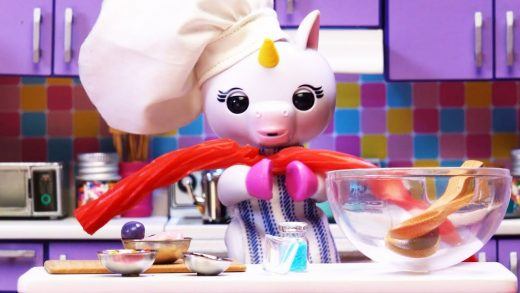 Fingerlings: Hangin' With Gigi | Cooking Candy Salad With Gigi The Unicorn