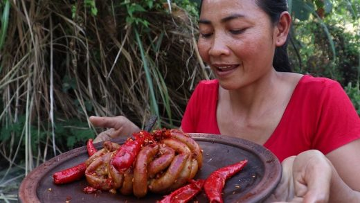 Grilled Pork intestine with Peppers on Clay - Yummy Cook Pork intestine for Food ideas Ep 23