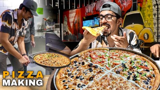INCREDIBLE PIZZA MAKING IN PAKISTAN - Best In Lahore
