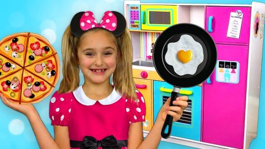 Sasha go to Minnie and Mickey Mouse party and Cooking with toy Kitchen play set