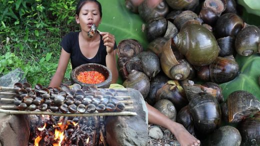 Easy food recipes: Finding Snail and Cooking Snail grilled vs Peppers sauce Tasty delicious