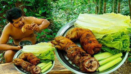 Survival in Rainforest Cooking Crispy Pork Feet BBQ Eating With Salad,Cucumber and Hot Spicy Sauce